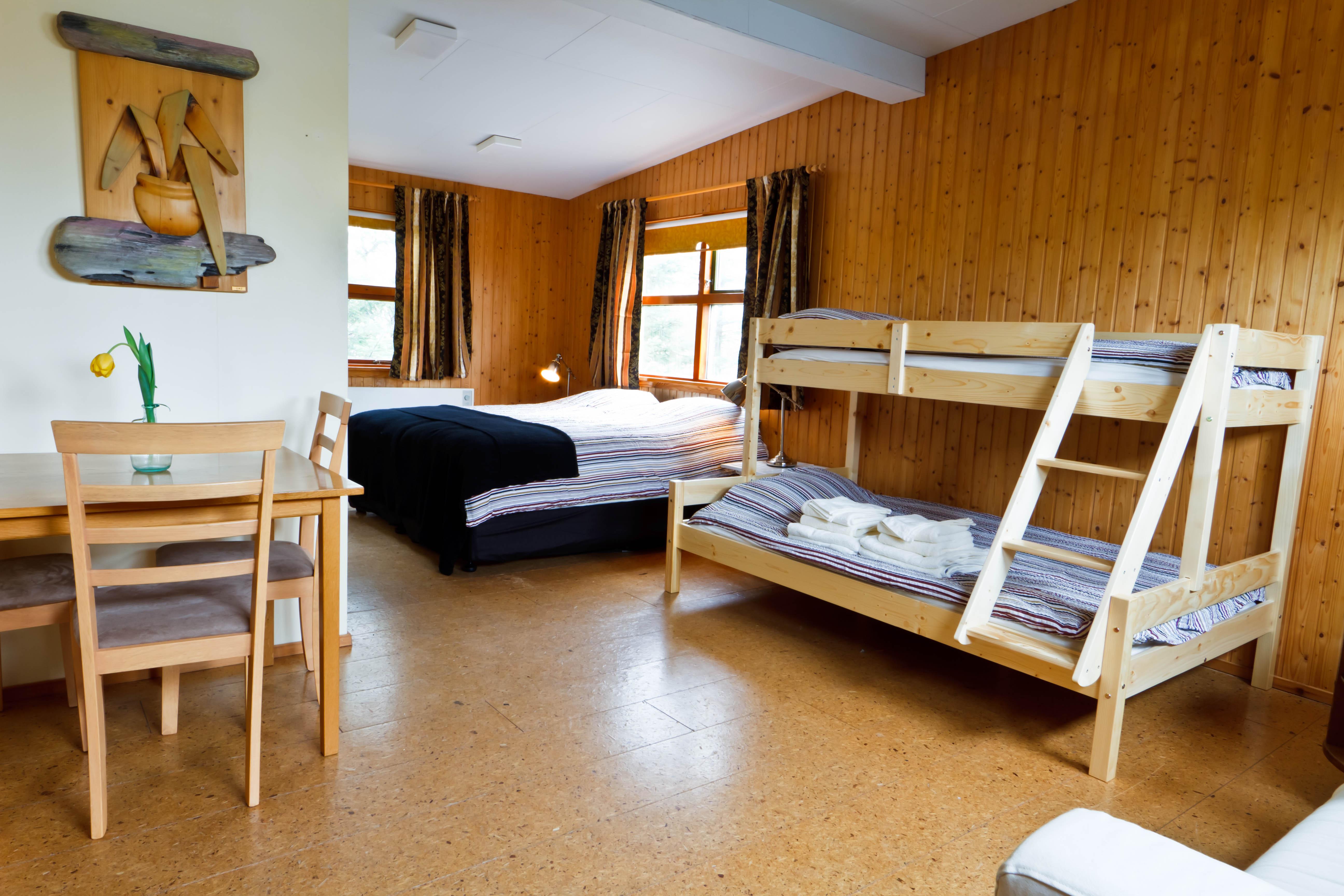 20120331-13-59-20-Hjardarbol_Gistiheimili-0042-25